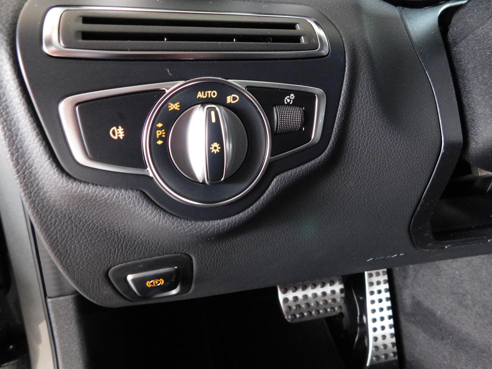 Mercedes-Benz C220